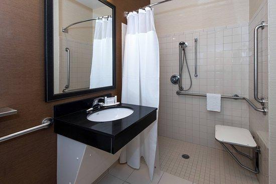 Fairfield Inn & Suites by Marriott Jacksonville: Guest room