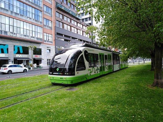 Province of Vizcaya, Hiszpania: Tram circles inner city