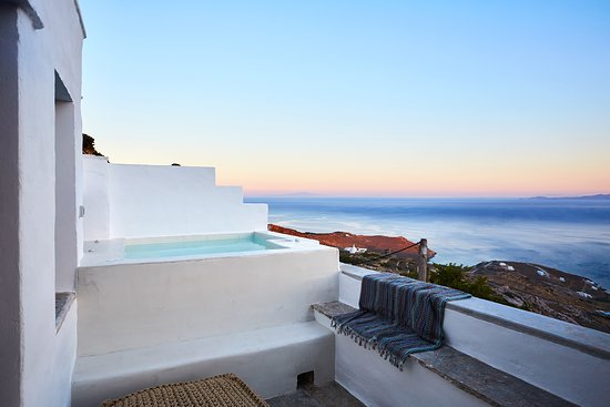Living Theros Luxury Suites