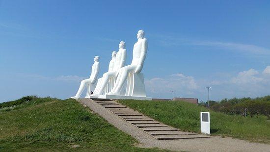 Esbjerg Municipality, เดนมาร์ก: man at sea statue seen from the side