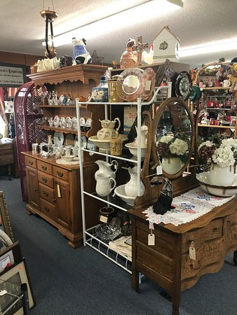 Tawas City, MI: There is also antique and vintage tea cup sets, pitcher and bowl sets, depression glass, milk glass, amber, green, etc