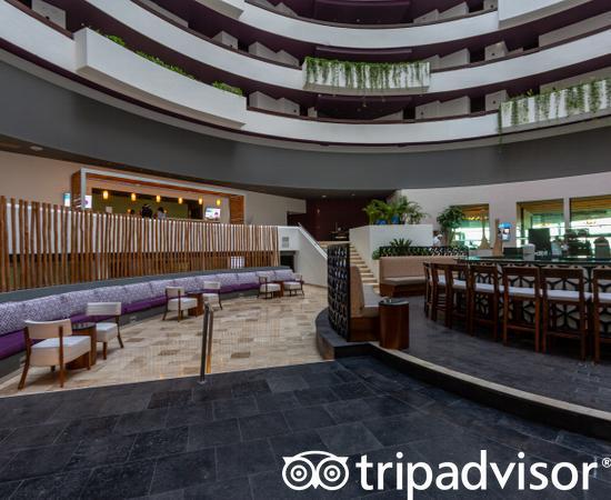 Lobby Bar at the Reflect Cancun Resort & Spa