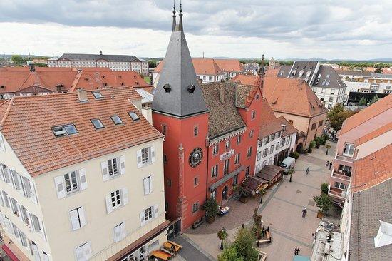 L'Office de Tourisme du Pays de Haguenau est situé dans l'ancienne chancellerie de Haguenau, 1 Place Joseph Thierry.