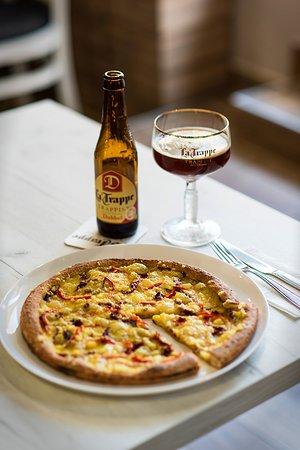 Veg Orient Pizza with Hummus