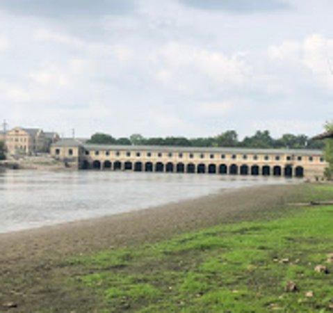 Moline, IL : The dam