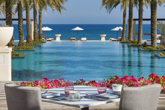 Al Bustan Palace A Ritz-Carlton Hotel: Restaurant