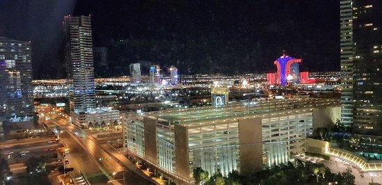 Vista nocturna desde el ARIA