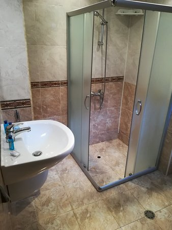 Salle de bain / wc - Picture of Hotel Priyateli, Veliko ...
