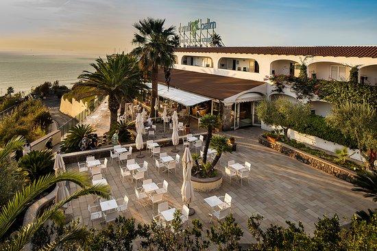 Piscina scoperta calda con acqua termale - Picture of Hotel Terme Royal Palm, Isola d'Ischia - Tripadvisor
