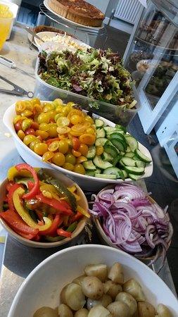 Cafe 21 : Salad prep done!