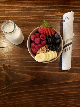 Fruit & granola