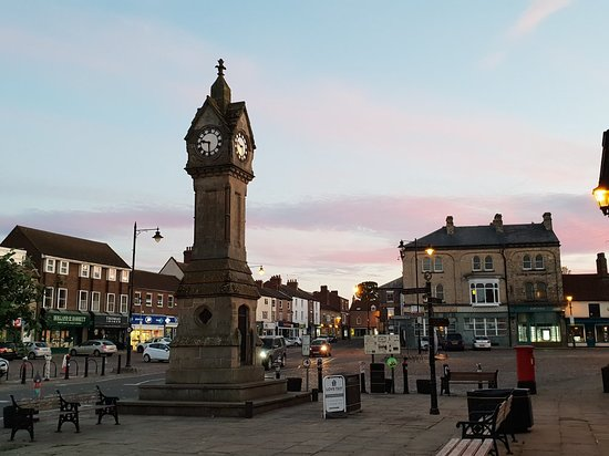 ‪Thirsk Clock Tower‬