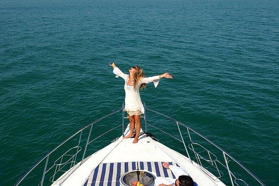 Dubai Schnellboot-Tour zu Palm Jumeirah: 2 Hours Dubai Speedboat Jumeirah Palm Cruise