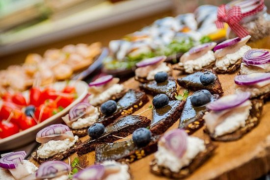 De Real Taste of Riga Food Tour met ...
