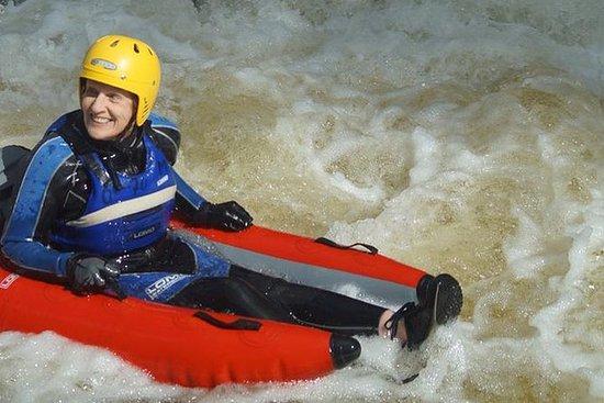 在Pitlochry的河Tummel半日游的河流