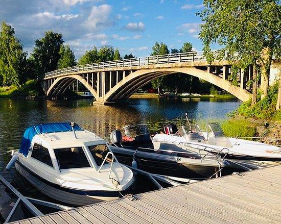 Hauho, ฟินแลนด์: Meille pääsee  helposti myös veneellä :)