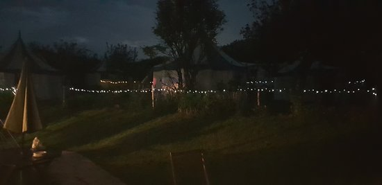 Belle Tents Camping: Fairy lights around the whole camp