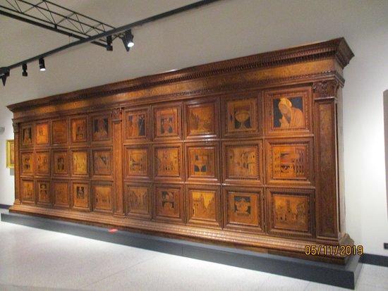 Museo Civico Ala Ponzone: Sala del Platina 15th century cabinet