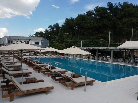 Baluz Pool Bar