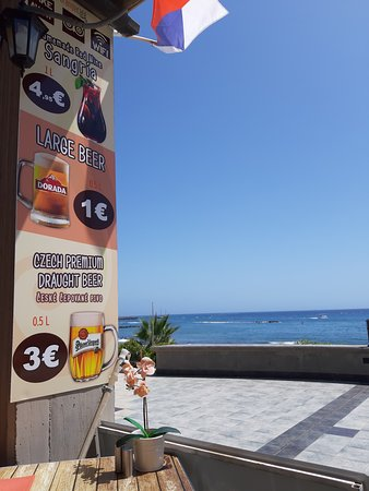 Orange Cafe: Sea view