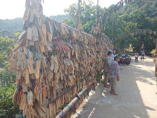 Pilok, Thailand: plaques