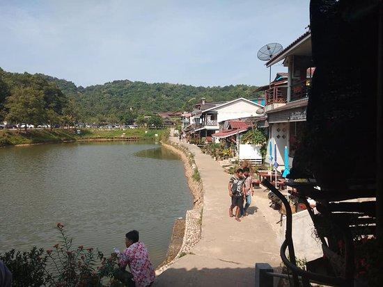 Pilok, ไทย: Walkway by the lake