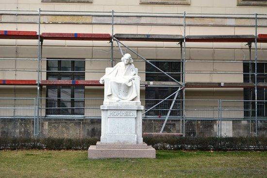 Denkmal Theodor Mommsen