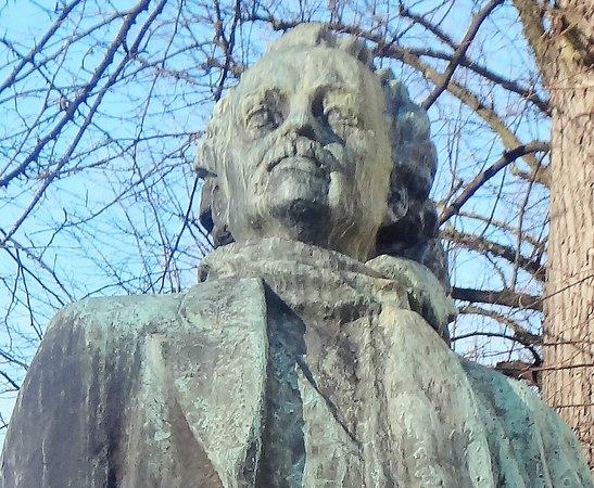 Eino Lane Statue