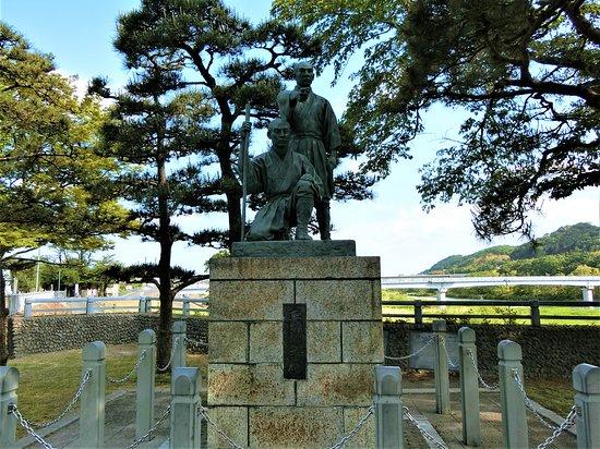 Statue of Tamagawa Brothers