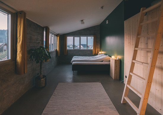Trevarefabrikken: The Loft  - Each of our rooms are unique in style, with high ceilings, local furniture and Henningsvær village view.