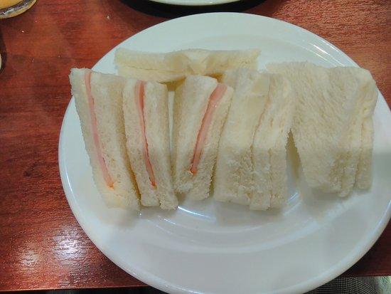 サンドイッチがお得です。
