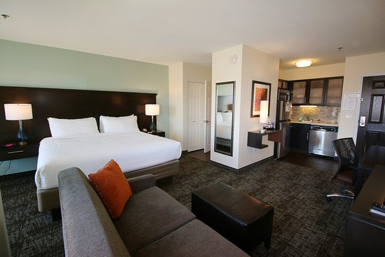 Staybridge Suites Palm Springs Cathedral City: Guest room