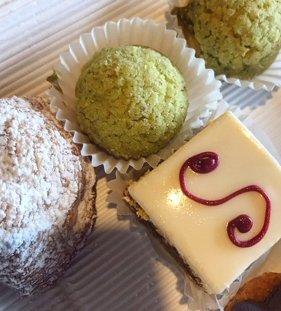 Nuova Pasticceria Lady: Absolutely marvelous mignons and aromatic coffee in a lovely cup