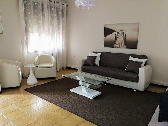 particolare del soggiorno con divano letto - Picture of ...