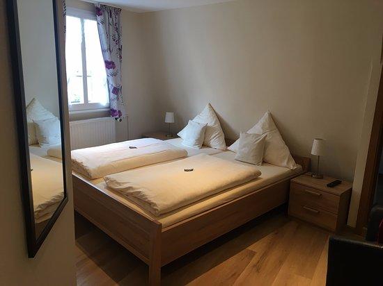 Schlafzimmer - Bilde av Hotel Gute Quelle i Beilstein ...