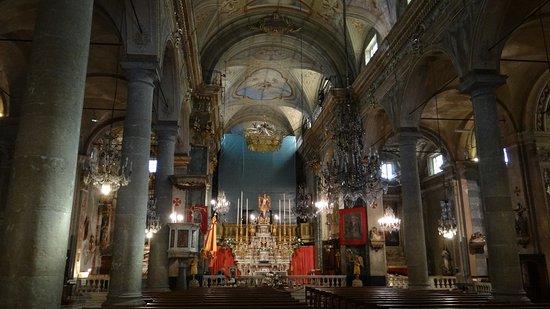 Basilica St. Michel: le maître autel et la nef