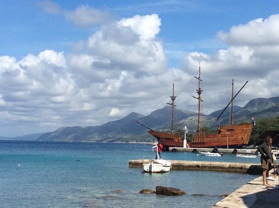 Elaphite Islands Karaka Cruise from Dubrovnik with Buffet Lunch and Snorkeling: Boat in port