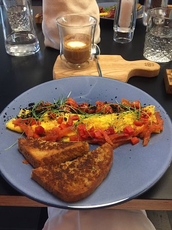 Very nice breakfast in a lovely new cafe