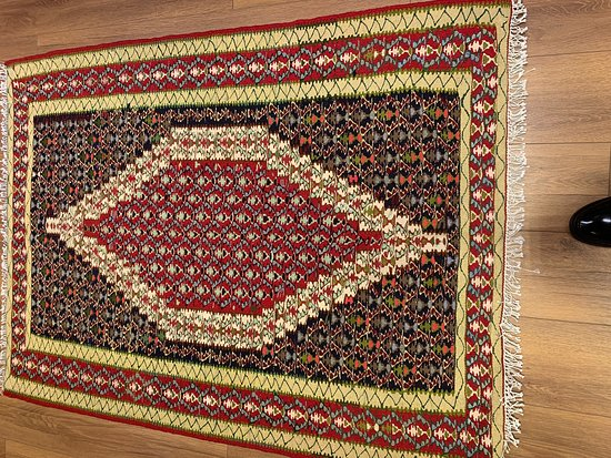Lion's Rugs and Kilims Art Gallery