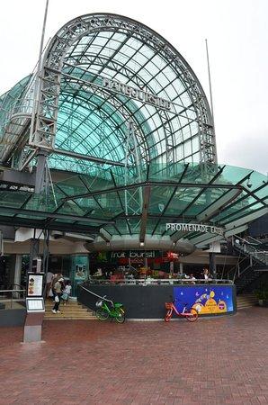 Eingang zum Harbourside Shoppingcenter
