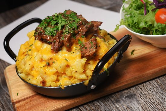 Mac n Cheese with Braised Short Ribs