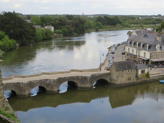 Port De St Goustan: Le pont pris du haut