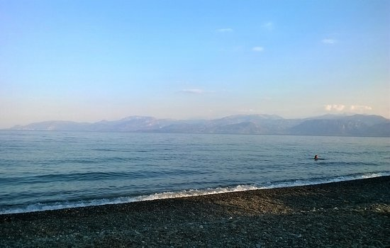 Phocis Region, Grecia: Saturday, May 25,2019     20:10pm  Lucky guy... He has the whole Tofolonos Beach to himself...!!!!