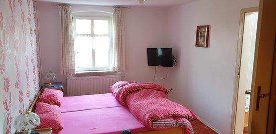 Sehr bequeme Betten, obwohl für zwei Personen, gab es noch einen Nebenraum mit Bett, z.B. für ein Kind