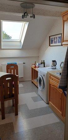 Auf dem Flur gab es noch eine kleine Küche mit Zubehör und Waschmaschine