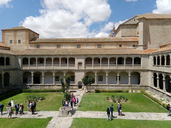 Real Monasterio de Santo Tomás: Внутренний дворик
