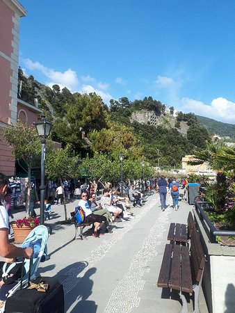 Monterosso, Italia: Солнечное, пляжное Монтероссо