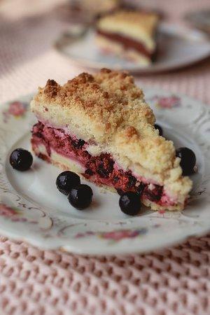 Black currant crumble cake