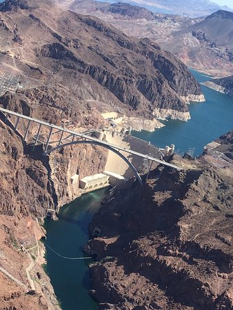 Sundance Helicopters: Hoover Dam