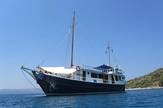 Paseo en barco a las playas más...
